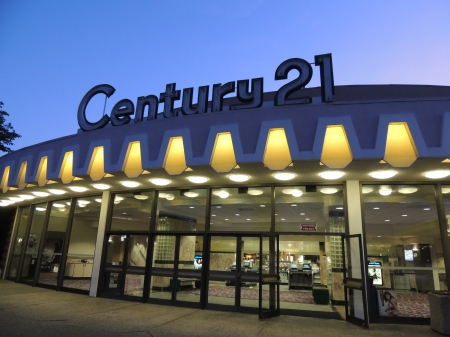 Century 21 Theatre at dusk (c) Therese Poletti